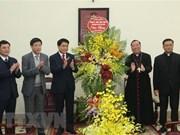 Des dirigeants de Hanoi reçoit le nouveau archevêque de l'archidiocèse de Hanoi