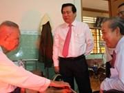 Des dirigeants présentent leurs vœux du Tet à Long An, Vinh Phuc et Kien Giang