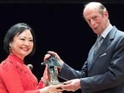 « La petite fille au Napalm » Phan Thi Kim Phuc reçoit le prix de la paix de Dresde
