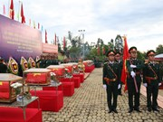 Binh Phuoc : Inhumation des restes de 23 soldats tombés au Cambodge