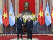 Le Vietnam et l'Argentine signent des documents de coopération