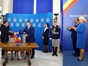 Conférence de presse entre les deux Premiers ministres du Vietnam et de la Roumanie