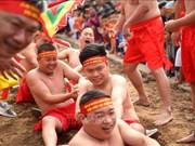 Réception du certificat de l'UNESCO pour le jeu de tir à la corde assis du temple de Tran Vu