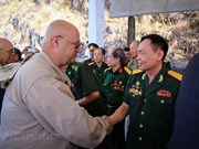 Rencontre émotionnelle entre vétérans vietnamiens et américains sur le pont Ham Rông