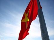 Cérémonie de lever du drapeau national au sommet de Thoi Loi sur l'île de Ly Son