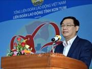Le vice-PM Vuong Dinh Hue rend visite à des travailleurs à Kon Tum