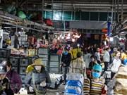 Les Hanoïens reprennent leurs activités quotidiennes après l'allègement des restrictions