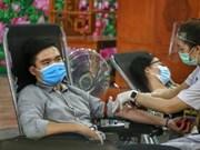 Des fidèles bouddhistes à Hanoï s'inscrivent pour un don de sang