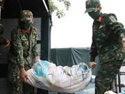 COVID-19: L'armée fournit des biens essentiels aux personnes dans le besoin à Ho Chi Minh-Ville