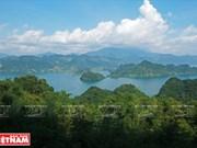 Voyagez dans la zone touristique du lac de Hoa Binh