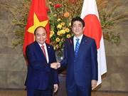 Entretien entre les Premiers ministres Nguyen Xuan Phuc et Shinzo Abe