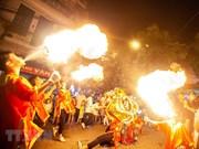 Des Hanoïens célèbrent la Fête de la mi-automne