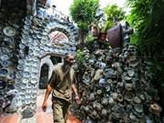 La maison de Nguyen Van Truong avec des antiquités exposées sur le mur