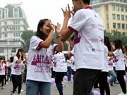 Des milliers de personnes participent à un programme intitulé «Danser pour la gentillesse»