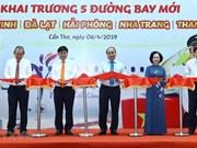 Le Premier ministre assiste à l'inauguration de 5 lignes aériennes à Can Tho