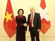 La vice-présidente Dang Thi Ngoc Thinh rencontre le président suisse