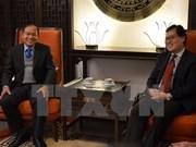Les diplomates vietnamiens et laotiens à Genève cultivent leurs liens