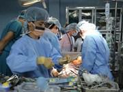 Première greffe de poumons à partir de donneurs vivants au Vietnam