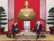 Le secrétaire général Nguyen Phu Trong reçoit le maire de Vientiane