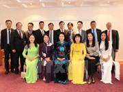 La présidente de l'AN du Vietnam rencontre des Vietnamiens d'Europe