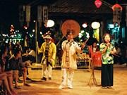 """Gambade avec le """"bài choi"""" dans la vieille ville de Hôi An"""