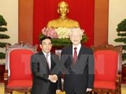 Les dirigeants vietnamiens reçoivent le vice-président laotien Phankham Viphavanh