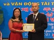 Insigne pour la paix et l'amitié entre les nations au consul sud-coréen à HCM-Ville