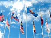 Marche en l'honneur du cinquantenaire de l'ASEAN à Vientiane