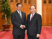 Le PM Nguyên Xuân Phuc reçoit le vice-PM cambodgien Sar Kheng