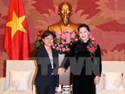 La présidente de l'AN Nguyên Thi Kim Ngân reçoit l'ambassadrice de Singapour au Vietnam