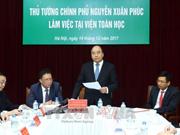 Le Premier ministre travaille avec des responsables de l'Institut de mathématiques du Vietnam