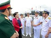 La présidente de l'AN visite des établissements de la Marine à Cam Ranh