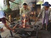 Les fondeurs de bronze de Phuoc Kiêu gardent la flamme