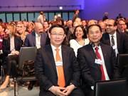 Le vice-PM Vuong Dinh Huê à la 48e conférence du FEM