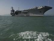 Une délégation intersectorielle du Vietnam visite l'USS Carl Vinson
