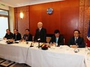 Le leader du PCV rencontre avec de jeunes intellectuels vietnamiens en France