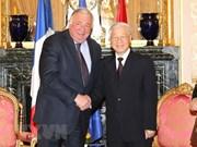 La France prend en haute considération le rôle et la position du Vietnam
