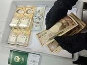 Aéroport de Tan Son Nhat : des cas de transport illégal de devises étrangères détectés