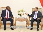 Le Premier ministre Nguyen Xuan Phuc reçoit l'ambassadeur mozambicain
