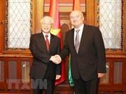 Le secrétaire général Nguyen Phu Trong rencontre le vice-président de l'AN hongroise
