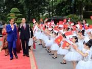 Les présidents vietnamien et indonésien rencontrent le milieu de presse