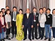 Le PM rencontre des résidents vietnamiens au Danemark