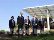 Le Premier ministre français termine sa visite officielle au Vietnam