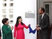 Le PM français inaugure le Pôle France Santé à Ho Chi Minh-Ville