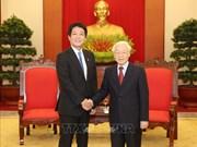 Un émissaire spécial du PM japonais reçu par Nguyên Phu Trong