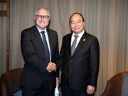 Le PM Nguyen Xuan Phuc reçoit le dirigeant de Sembcorp à Singapour