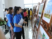 Exposition de photos et de films documentaires à Hoa Binh