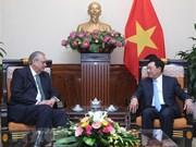 Le vice-PM Pham Binh Minh reçoit le président du groupe de vision de l'APEC