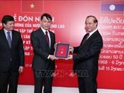 Remise de l'Ordre d'Itsara du Laos à l'Agence vietnamienne d'information