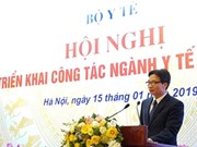 Le vice-PM Vu Duc Dam exhorte le secteur de la santé à mieux faire